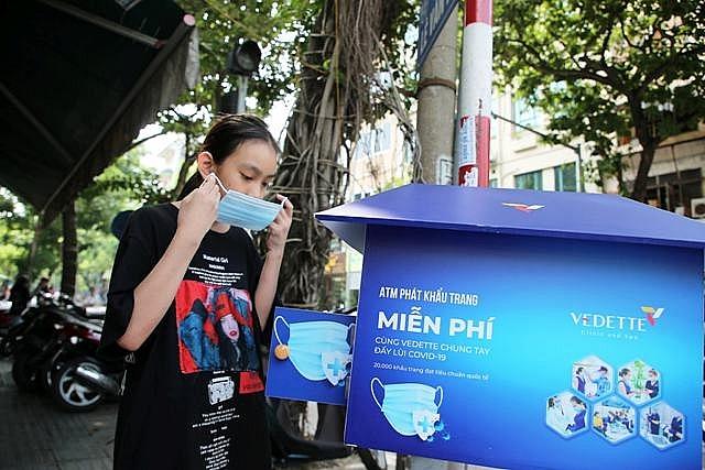 Bất ngờ với những cây ATM khẩu trang tại Hà Nội