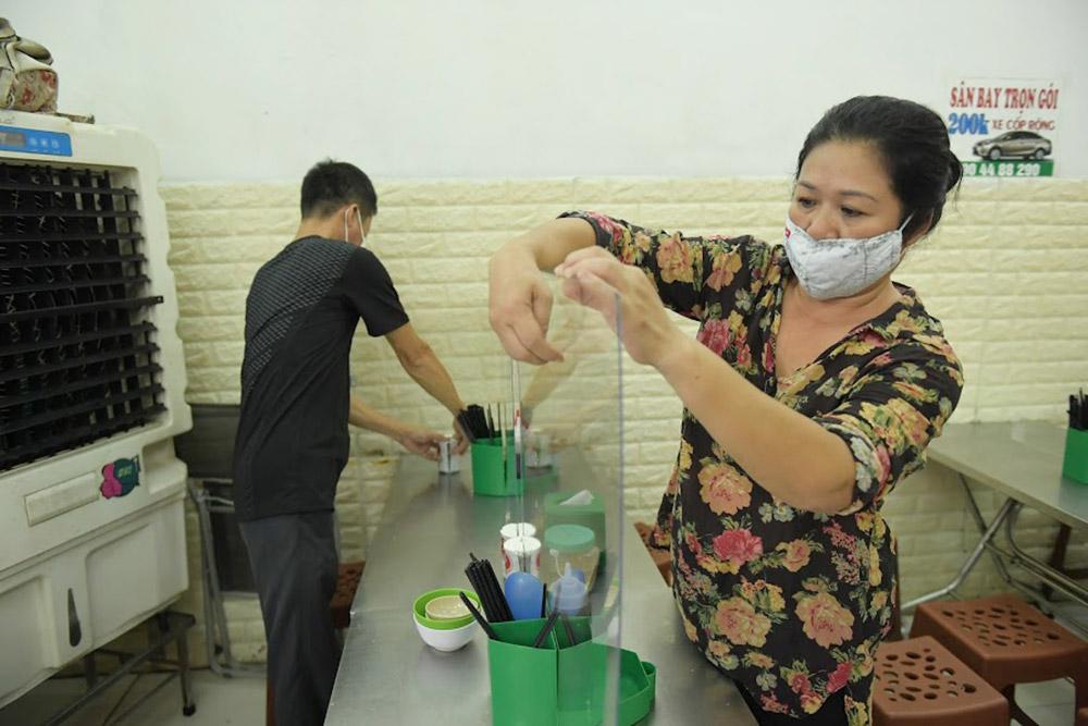 Hà Nội: Các cửa hàng chủ động thực hiện biện pháp phòng, chống dịch Covid-19