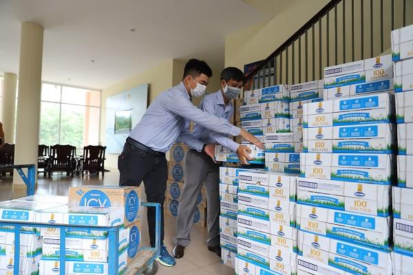Vinamilk ủng hộ thêm 8 tỷ đồng cho 4 tỉnh thành chống dịch Covid-19