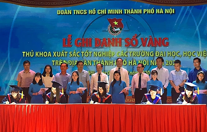 Hà Nội tổ chức Lễ ghi danh sổ vàng 88 thủ khoa xuất sắc năm 2020