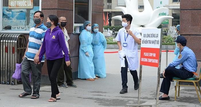 Giám sát chặt gần 1.600 người đã đến khám tại Bệnh viện Bạch Mai 10 ngày qua