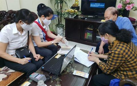 Hà Nội hoàn thành 97% việc chi trả lương hưu, trợ cấp bảo hiểm xã hội tại nhà
