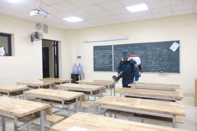 Hà Nội yêu cầu tiếp tục khử trùng trường học, bệnh viện, nơi công cộng