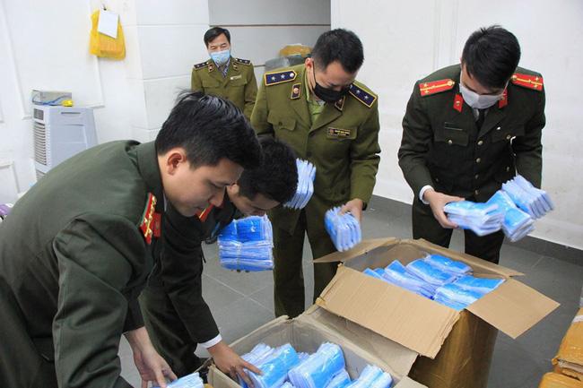 Thu giữ 120.000 chiếc khẩu trang y tế có biểu hiện tích trữ để bán ra nước ngoài