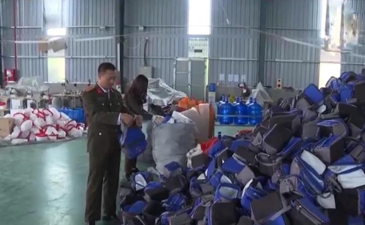 Bắt giữ gần 45.000 túi giữ nhiệt giả nhãn mác 'Made in Vietnam'