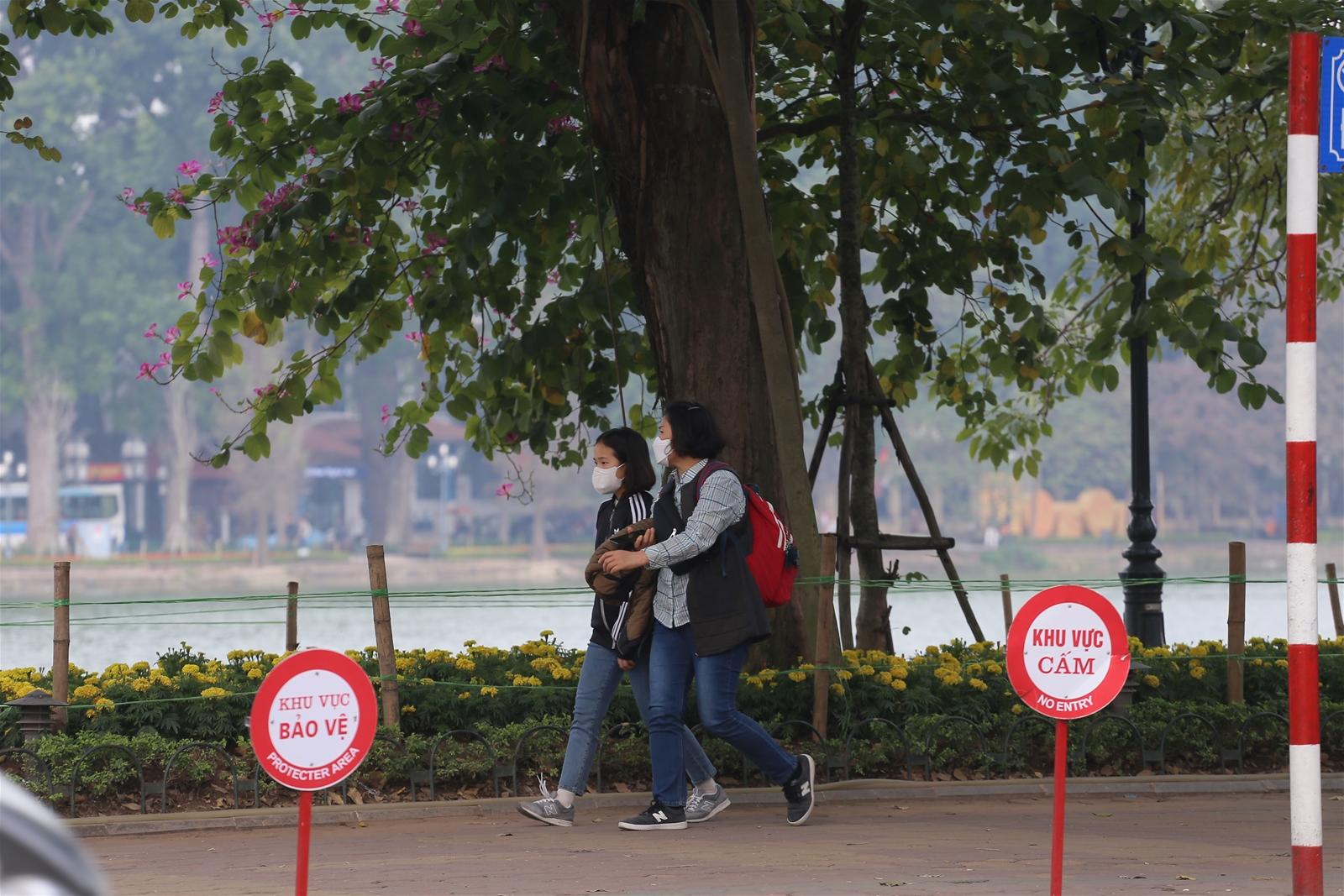 Hà Nội yêu cầu rửa tay, đeo khẩu trang ở nơi công cộng tập trung đông người