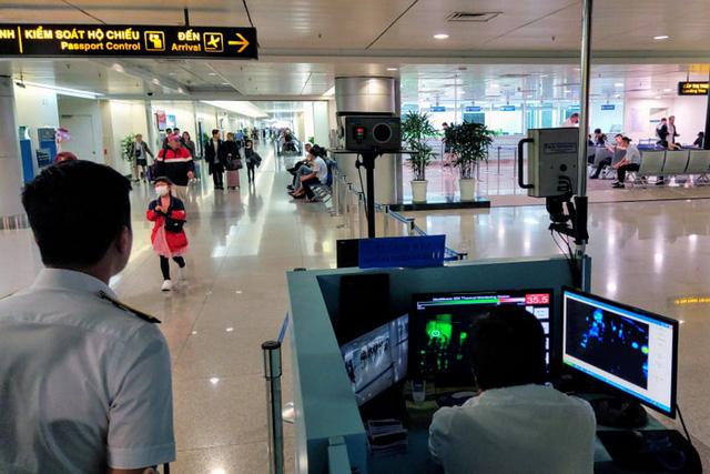 Việt Nam tạm dừng nhập cảnh đối với người đến từ hoặc đi qua vùng dịch Covid-19