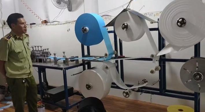 Phát hiện xưởng sản xuất gần 40.000 chiếc khẩu trang không phép tại Bình Phước