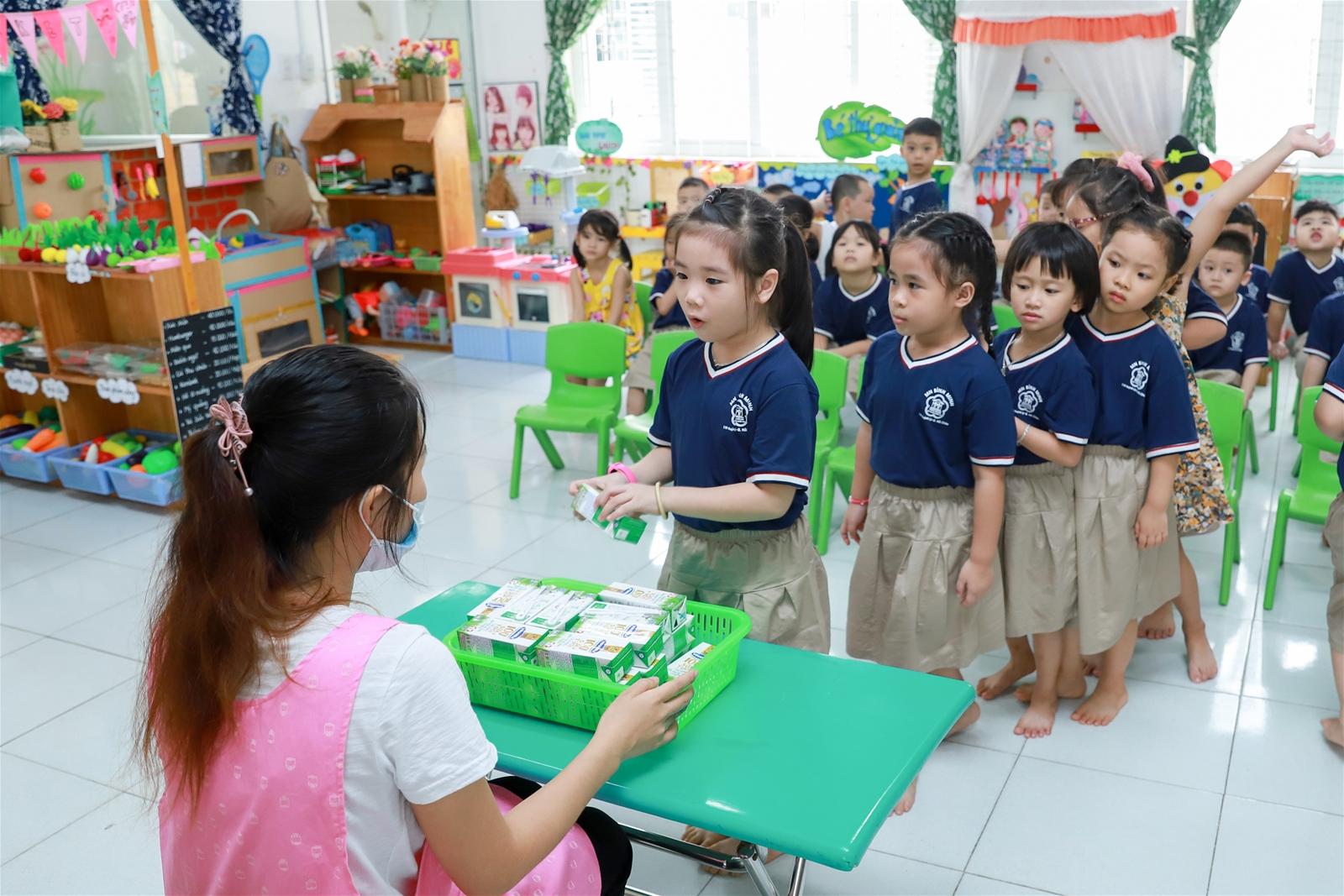 TP Đà Nẵng tổ chức cho học sinh uống sữa học đường ngay ngày đầu tựu trường