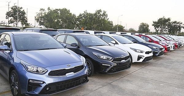 Ô tô nhập khẩu giảm 60% trong tháng 2
