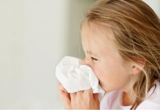 Cách phòng bệnh viêm hô hấp cho trẻ lúc giao mùa