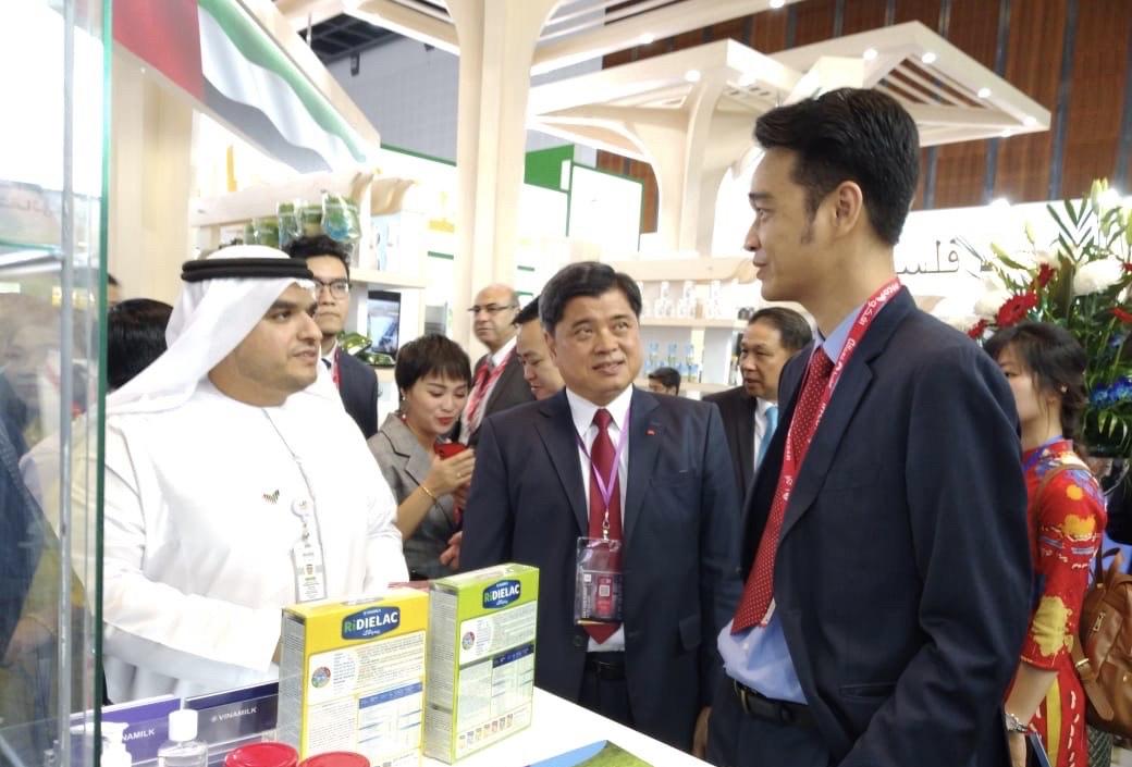 Vinamilk ký hợp đồng xuất khẩu sữa trị giá hàng chục triệu USD
