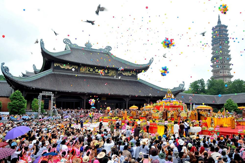 Du lịch tâm linh gắn liền với văn hoá bản sắc dân tộc