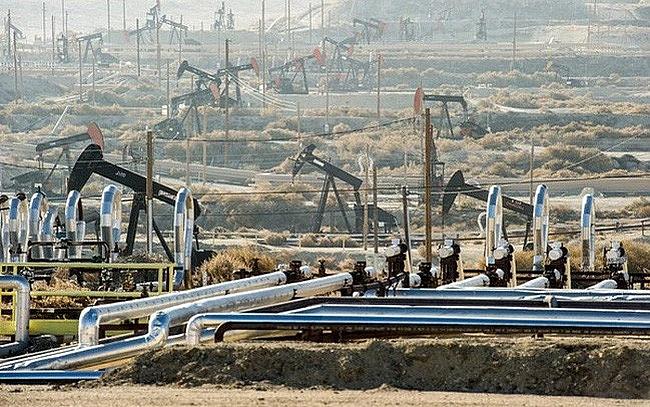 Giá dầu thô tiếp tục lao dốc mạnh