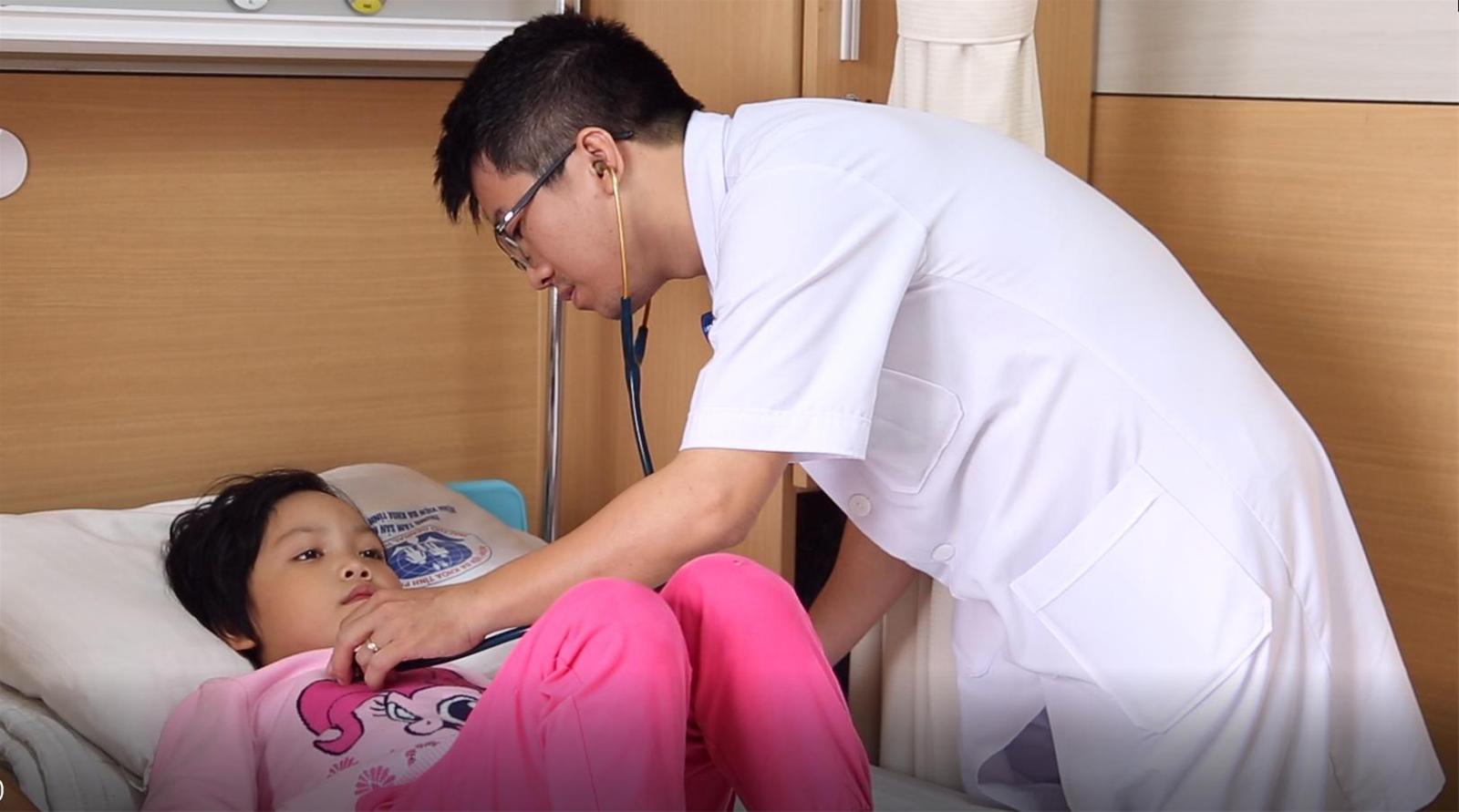 Bác sĩ điểm những lưu ý trong việc chăm sóc trẻ bị cúm