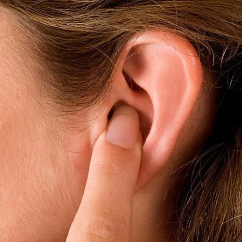 Bị nước vào tai thì làm thế nào?