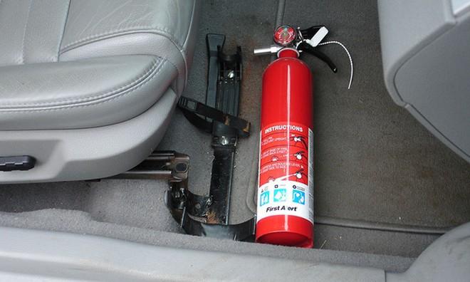 Bỏ quy định ôtô dưới 9 chỗ phải lắp bình cứu hỏa là hợp lý