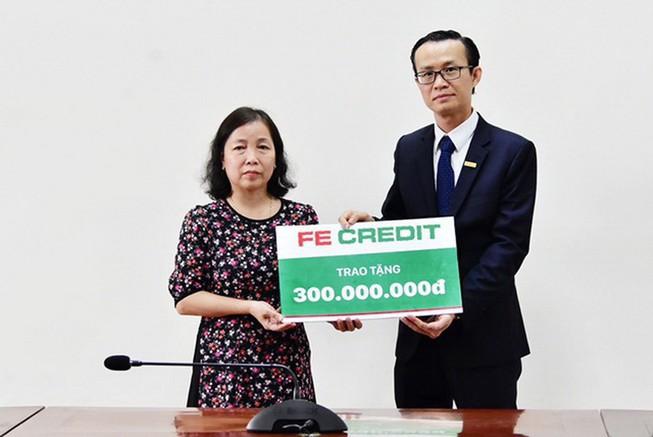 FE Credit hỗ trợ gia đình liệt sĩ Rào Trăng 3 300 triệu đồng