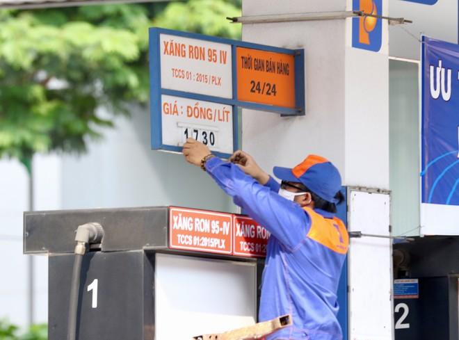 Giá xăng tăng mạnh từ 15h30 chiều nay (26/11)