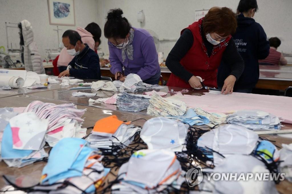 Hàn Quốc thẳng tay phạt tù đầu cơ khẩu trang