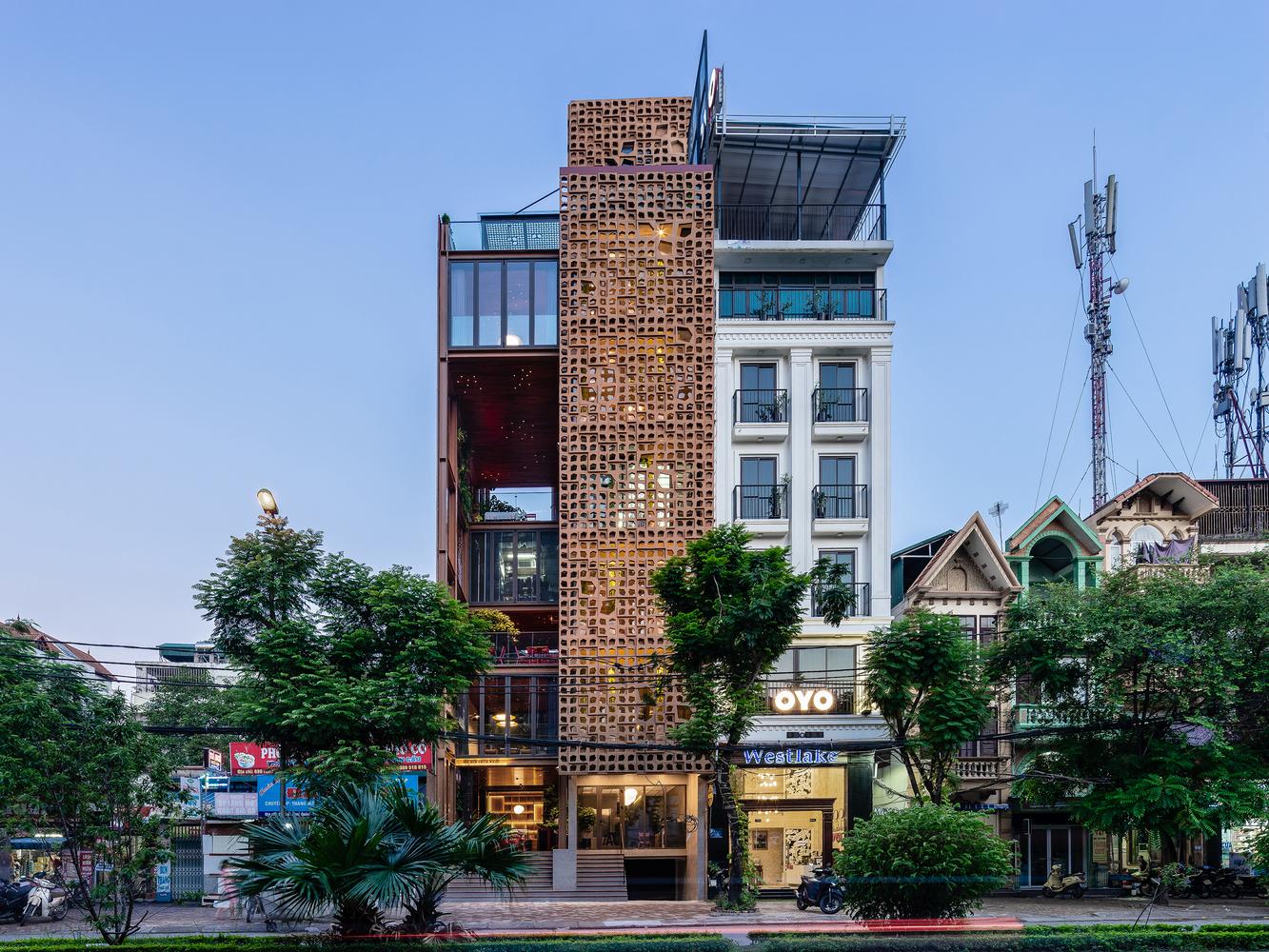 Quán cà phê có thiết kế lạ lẫm ở Hà Nội lên báo Tây