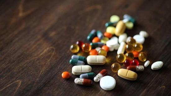 Bác sĩ khuyến cáo không dùng thuốc điều trị sốt rét để phòng Covid-19