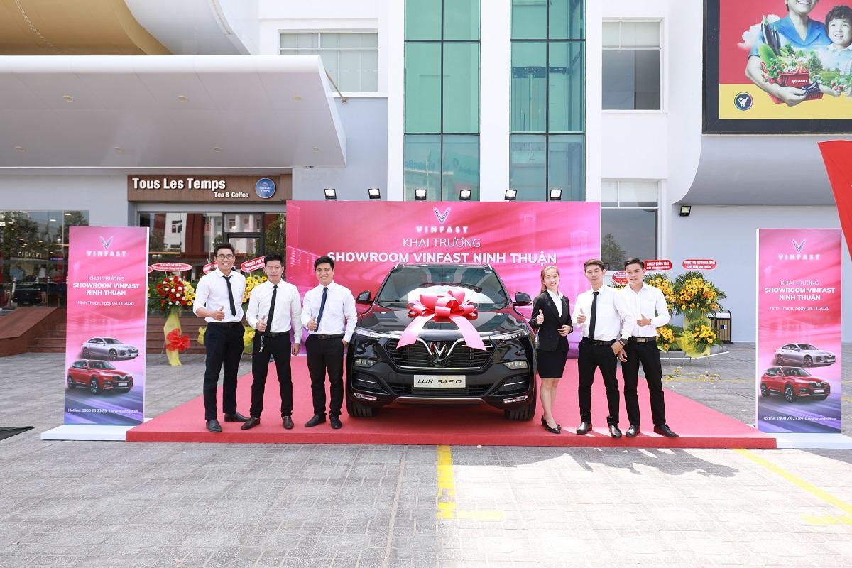 VinFast khai trương 21 showroom ô tô và xe máy điện