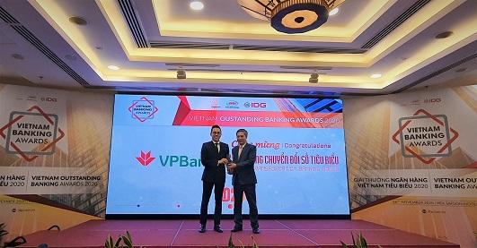 """VPBank năm thứ 3 liên tiếp nhận giải thưởng """"Ngân hàng chuyển đổi số tiêu biểu"""