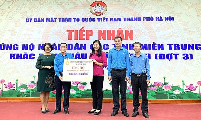 Hà Nội tiếp nhận hơn 15 tỷ đồng ủng hộ nhân dân các tỉnh miền Trung
