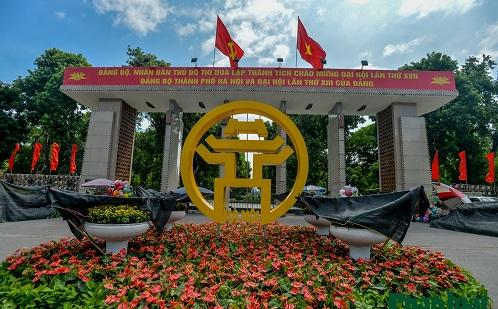 Hà Nội trang hoàng đường phố, chào mừng kỷ niệm 1010 năm lịch sử