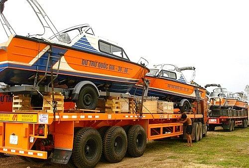 Xuất cấp xuồng, phao cứu sinh hỗ trợ 5 tỉnh miền Trung khắc phục hậu quả mưa lũ