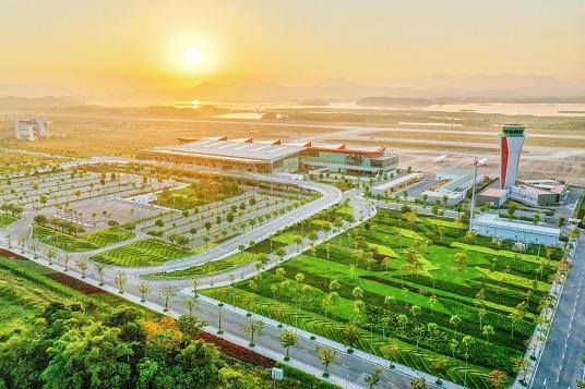 Sân bay Vân Đồn xanh như