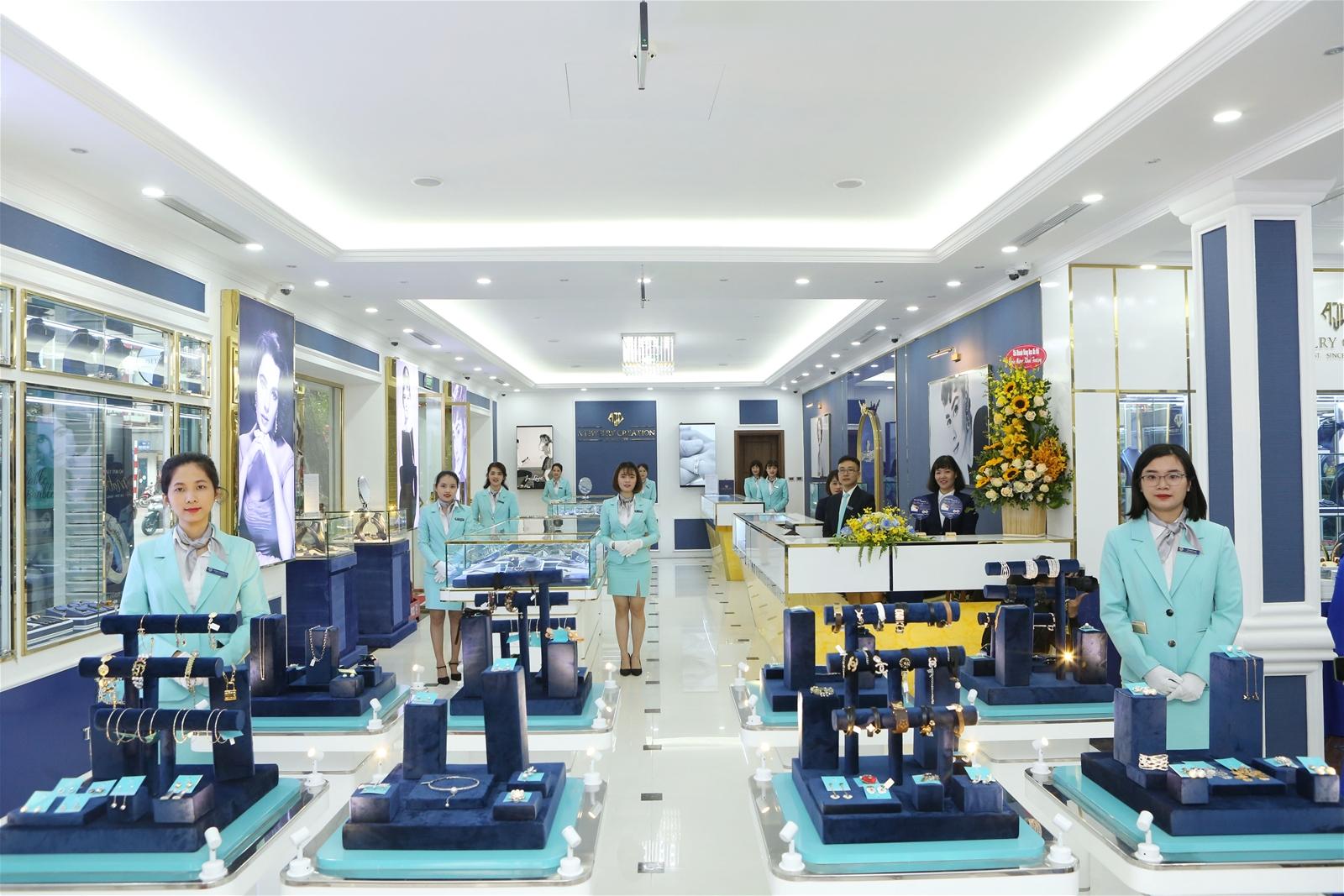 Trung tâm Vàng bạc Đá quý Thời trang AJC 98 Phố Huế được thiết kế hiện đại và đẳng cấp