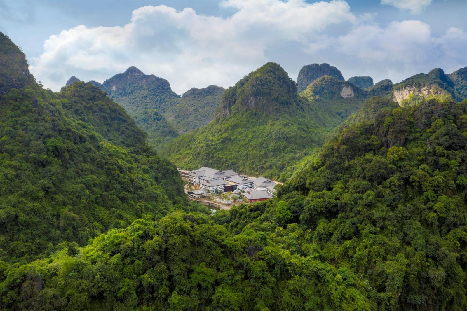 Quảng Ninh hút khách mùa đông với điểm nhấn Yoko Onsen Quang Hanh