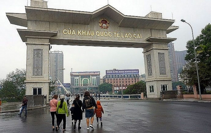 Tạm ngừng xuất, nhập cảnh khách du lịch qua cửa khẩu Lào Cai