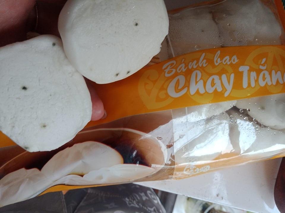 Bánh bao Malai mốc đen khi vẫn còn hạn sử dụng