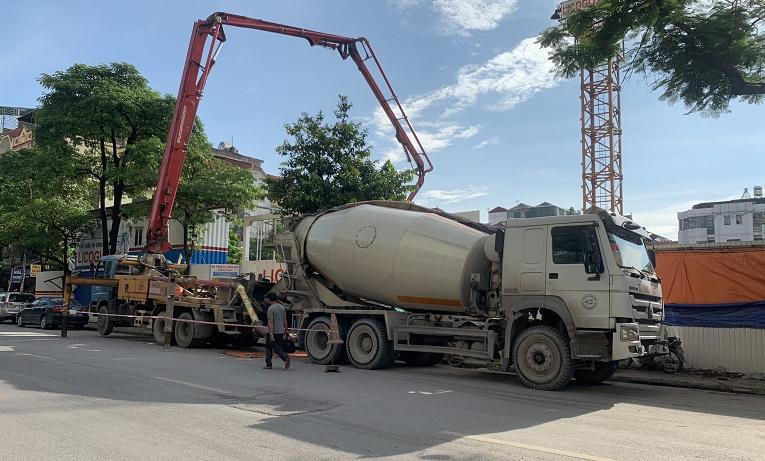 Chính quyền địa phương im lặng khi công ty Đại Kim lại lấn vỉa hè, lòng đường