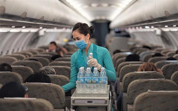 Hành khách đi máy bay bắt buộc phải đeo khẩu trang