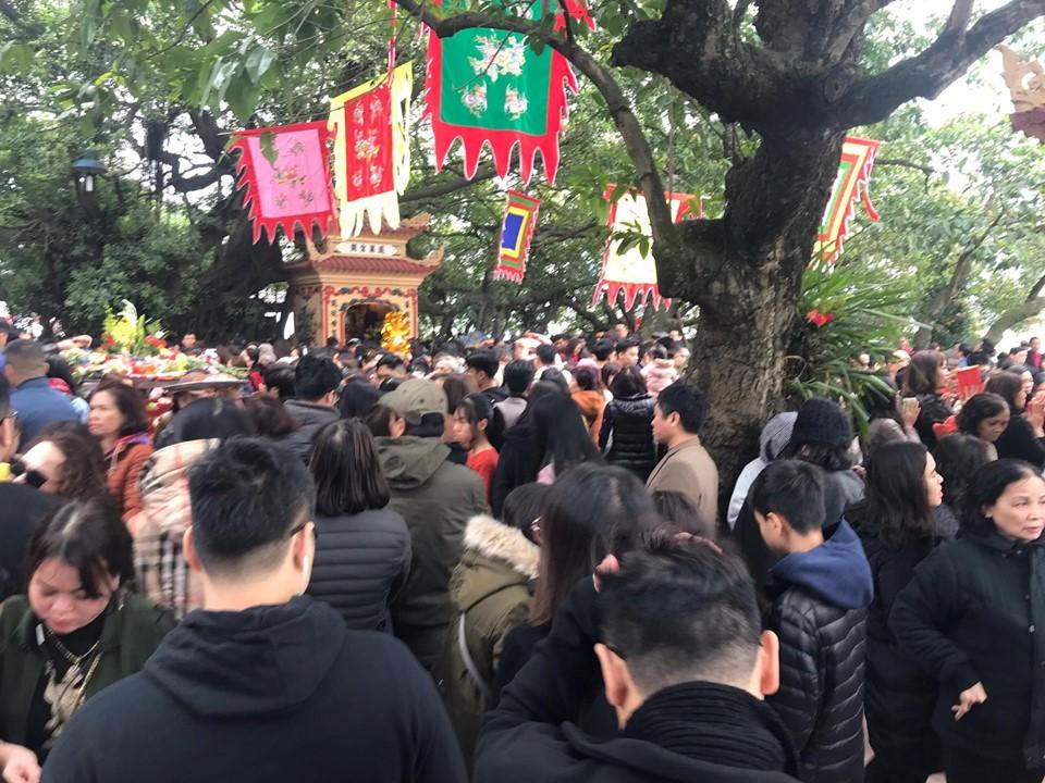 Người dân thủ đô tấp nập đi lễ, hành hương dịp đầu xuân năm mới