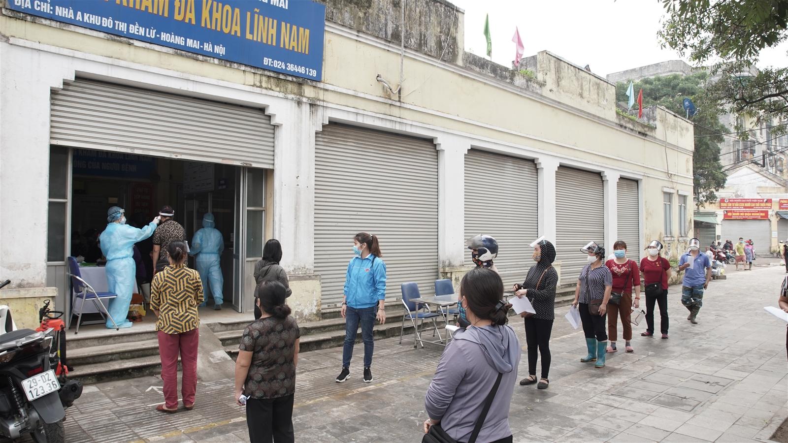 Hà Nội: Test sàng lọc Covid-19 tại chợ đầu mối phía Nam, Hoàng Mai